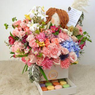 Clementina entre flores